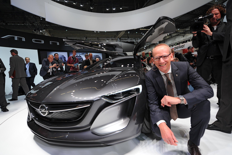 Karl-Thomas Neumann, Vorstandsvorsitzender von Opel, auf der IAA: Gerade hat Opel wieder Vertrauen geschaffen und die Absatzzahlen verbessern, da hagelt es Vorwürfe, dass auch Opel-Ingenieure die Abgaswerte manipulieren.