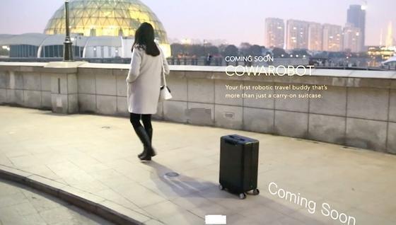 Folgt seiner Besitzerin auf dem Fuß: Der smarte Koffer Cowa Robot soll ab September 2016 lieferbar sein.