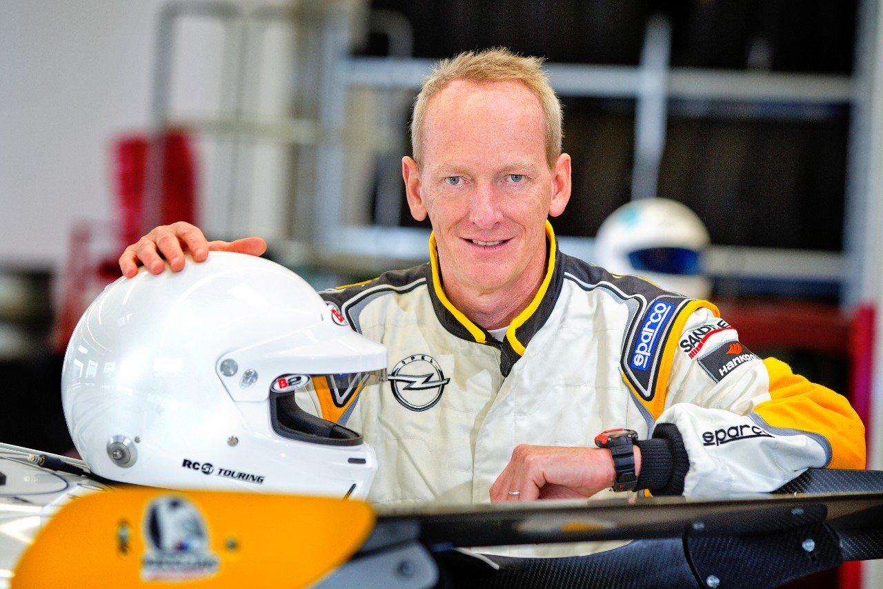 Opel-Chef Karl-Thomas Neumann hat dementiert, das Opel die Abgasreinigung im Zafira mit illegaler Software manipuliert.