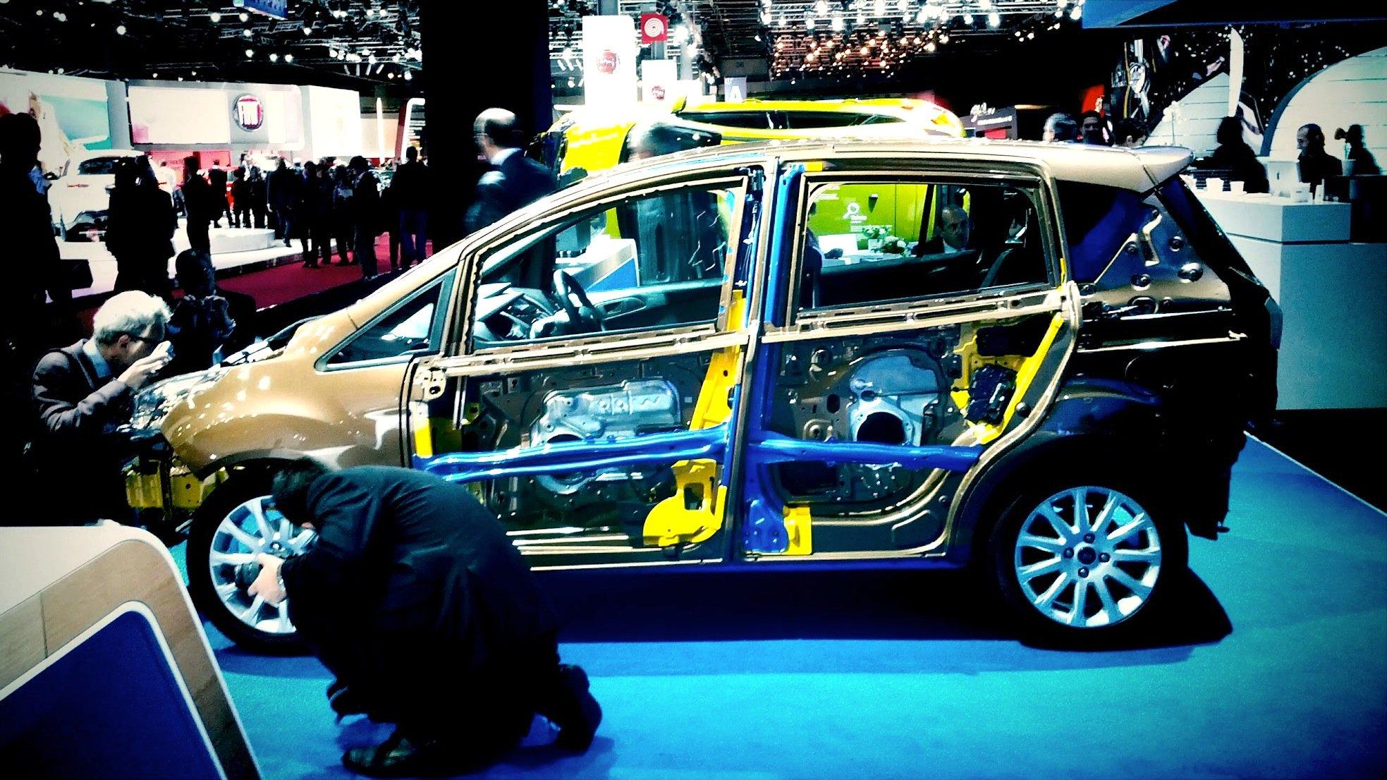 Offen gelegter Ford B-Max: Schaumstoff wird im Auto beispielsweise in den Türverkleidungen, den Sitzen und im Cockpit eingesetzt.