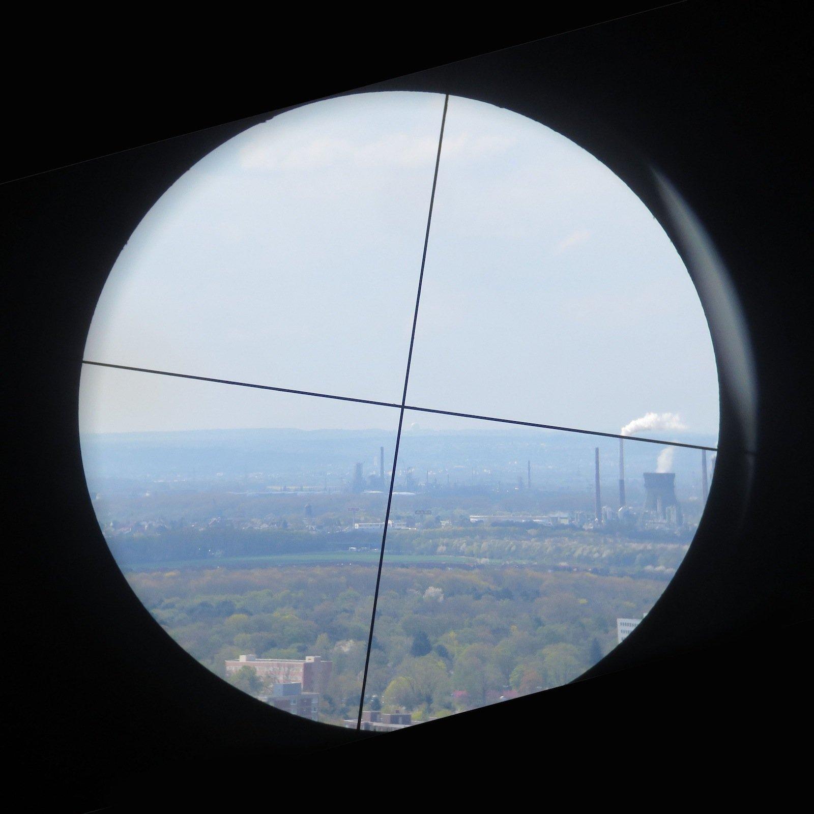 Sichtpeilung: Gesendet wurde vom Uni-Center Köln zum Radom des Fraunhofer FHR in Wachtberg – als Kuppel am Horizont rechts unter dem Kreuz erkennbar.