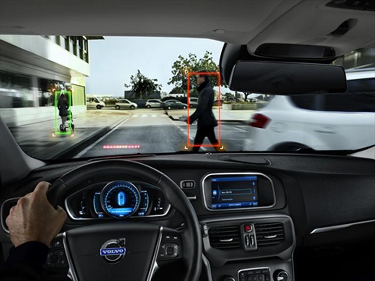 Der Volvo V40 ist serienmäßig mit einem Fußgänger-Airbag ausgestattet.