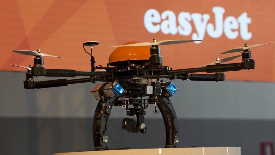 Easyjet lässt testweise mit Lidar-Technik ausgerüstete Drohnen nach kleinen Schäden an Flugzeugen suchen.