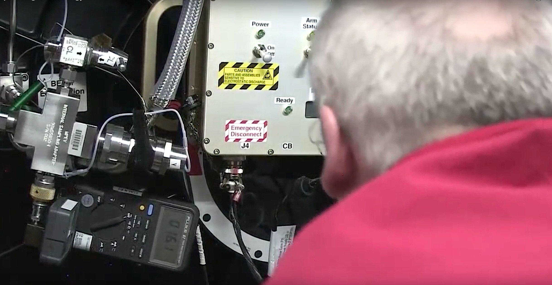 US-Astronaut Jeffrey Williams steuerte über mehrere Stunden per Druckluft das Entfalten des neuen ISS-Moduls.