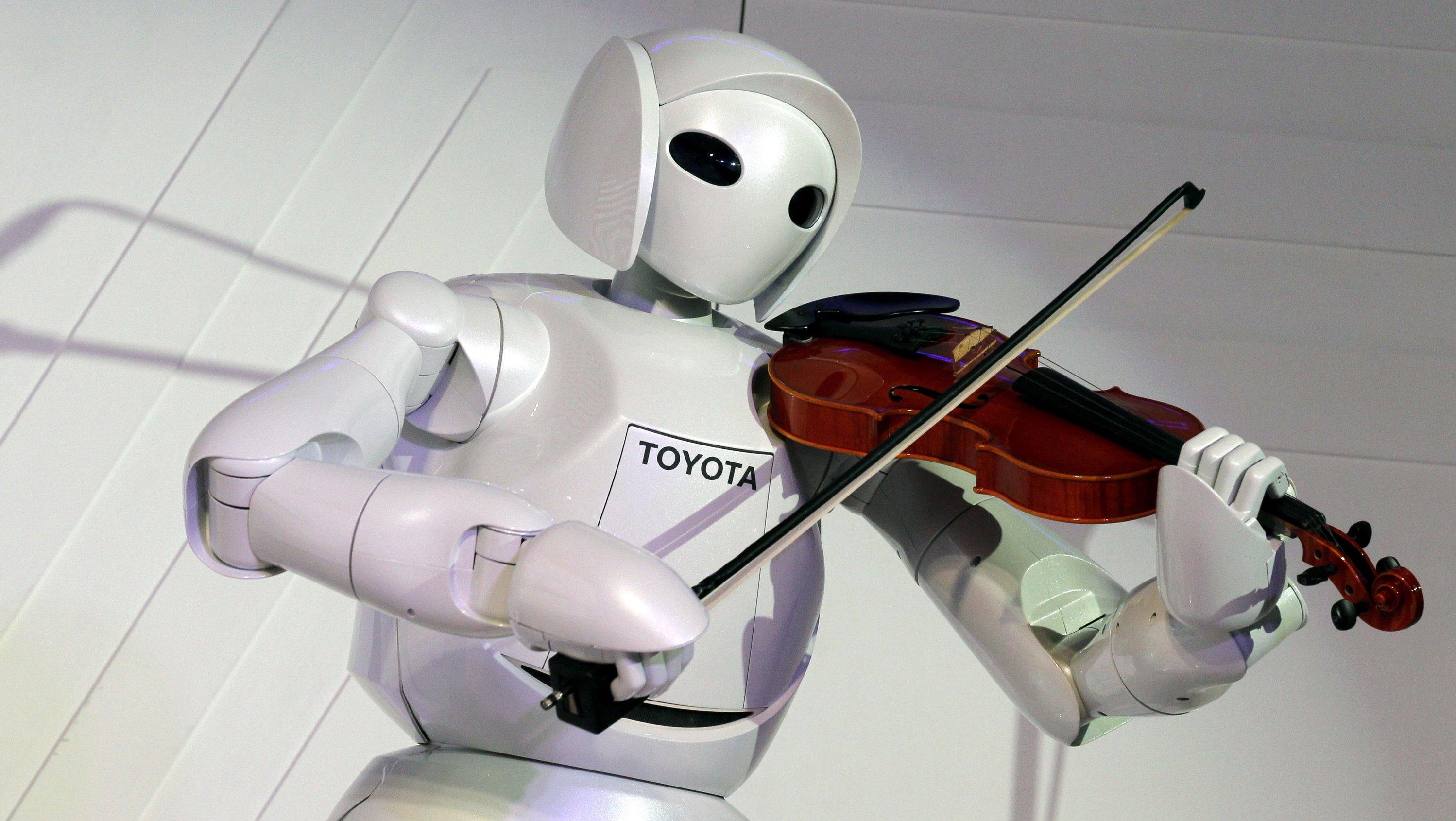 Ein humanoider Roboter spielt Violine: Das macht keine Angst. Wohl aber die Vorstellung, dass er genauso virtuos mit Waffen umgehen kann. Und seine Künstliche Intelligenz dazu nutzen würde, selbst zu entscheiden, wann er sie gegen wen richtet.