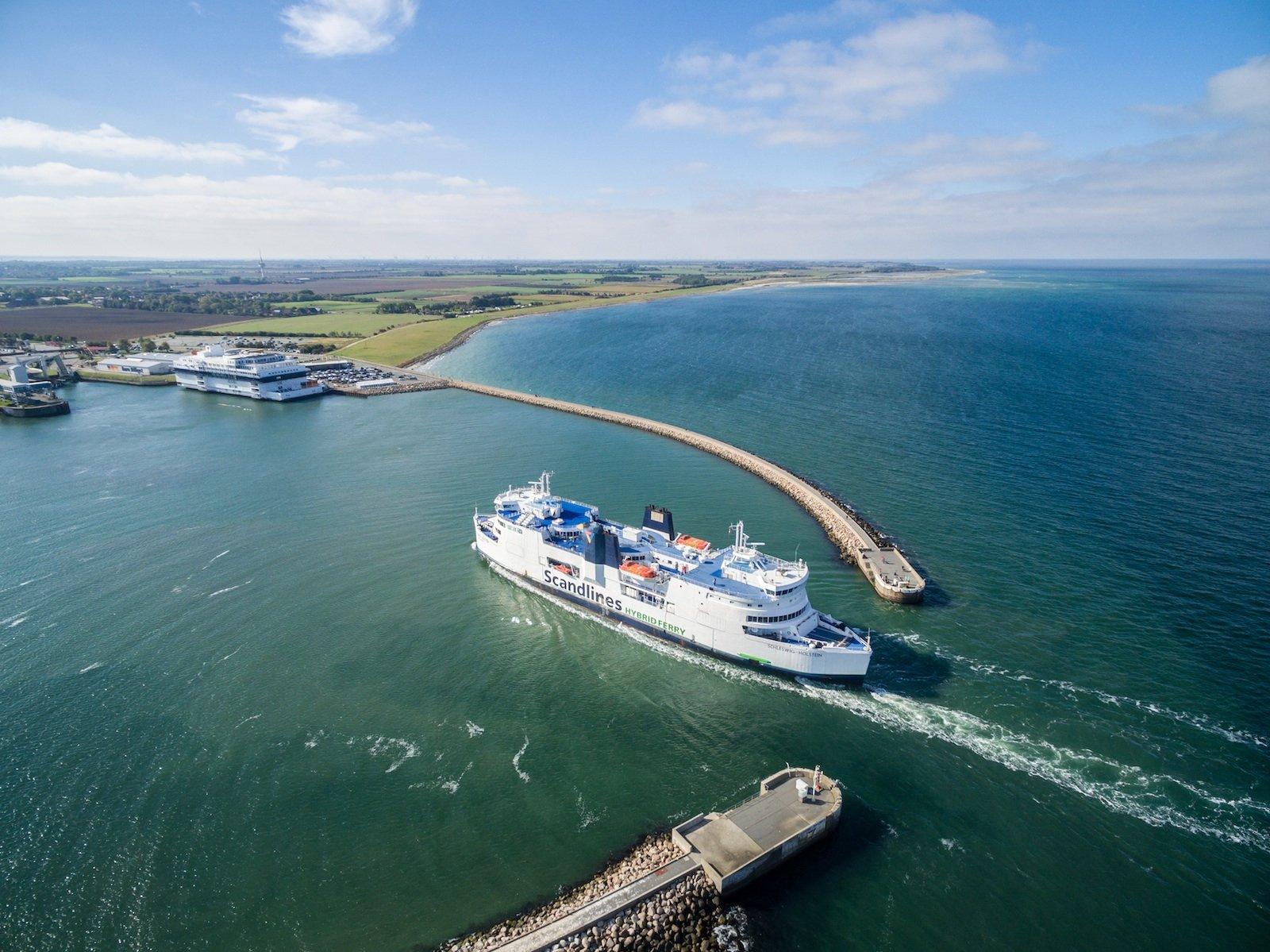 Mit mehr als 90.000 Abfahrten verteilt auf zwölf Fähren transportierte Scandlines 2014 insgesamt 14,8 Millionen Passagiere, 3,2 Millionen Pkw, 900.000 Frachteinheiten sowie 60.000 Busse auf den Routen Puttgarden-Rødby, Rostock-Gedser und Helsingør-Helsingborg.