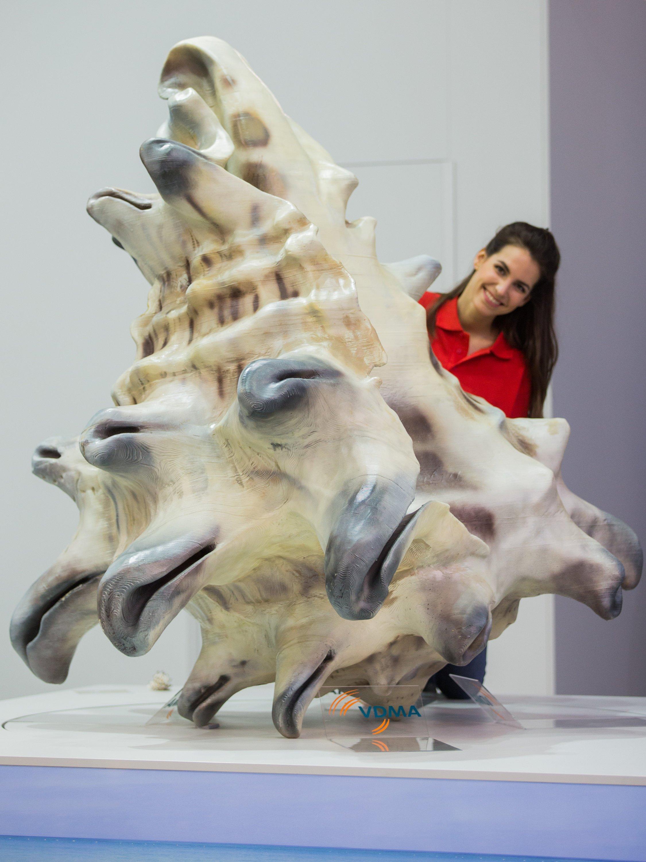 Überdimensionale Muschel aus einem 3D-Drucker auf der drupa 2016: Mit dem 3D-Druck eröffnen sich der Branche neue Geschäftsfelder und eine neue kundenorientierte Ausrichtung.