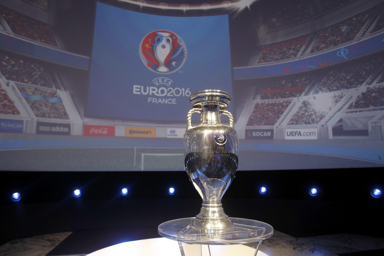 Pokal der Europameisterschaft in Frankreich: England und Spanien haben nach Berechnungen von Statistikern nur geringe Chancen, die Europameisterschaft zu gewinnen.