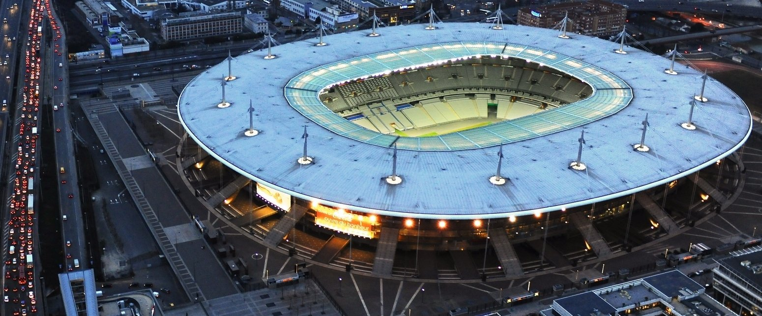 Das Stade de France in Saint-Denis, direkt an der Stadtgrenze von Paris, ist das größte Stadion Frankreichs. Hier wird die Europameisterschaft eröffnet und natürlich auch das Finale ausgetragen.