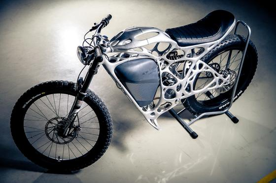 Das Light Rider der Airbus-Tochter APWorks ist ein Elektromotorrad, dessen Rahmen im 3D-Drucker entstanden ist und ganze 6 kg wiegt.
