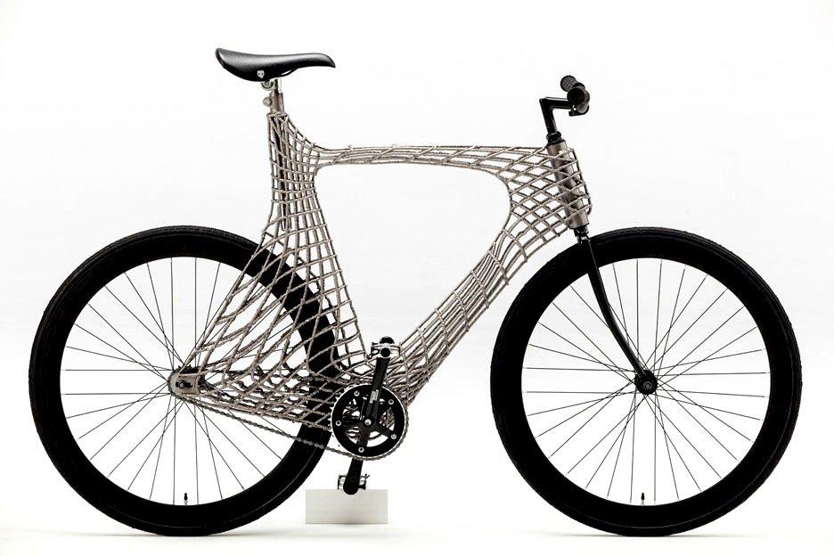 Ein echter Hingucker: Angehende Ingenieure der TU Delft haben ein Fahrrad mit sehr eigenwilliger Konstruktion mit Hilfe eines 3D-Druckers gefertigt. Es ist die Vorstufe zum Bau einer Brücke mit der gleichen Technik.