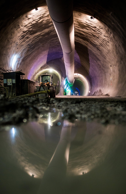 Blick auf der Baustelle des Projektes Stuttgart 21 auf den unter dem Neckar verlaufenden Verkehrstunnel. Durch die Röhre werden später die Züge von Obertürkheim im Stuttgarter Osten in Richtung des künftig unterirdischen Hauptbahnhofs rollen. Die Bahn muss Teil der Tunnelsmit Kunstharz abdichten lassen. Kostenpunkt: 144 Millionen €.