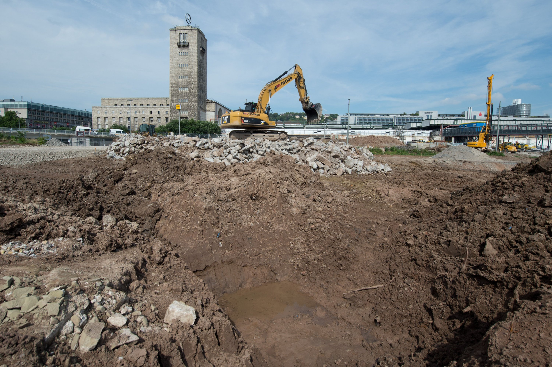 Das Bahnprojekt Stuttgart 21 verzögert sich weiter. Die Stuttgarter müssen noch bis 2023 mit der Großbaustellen mitten in der Stadt leben.