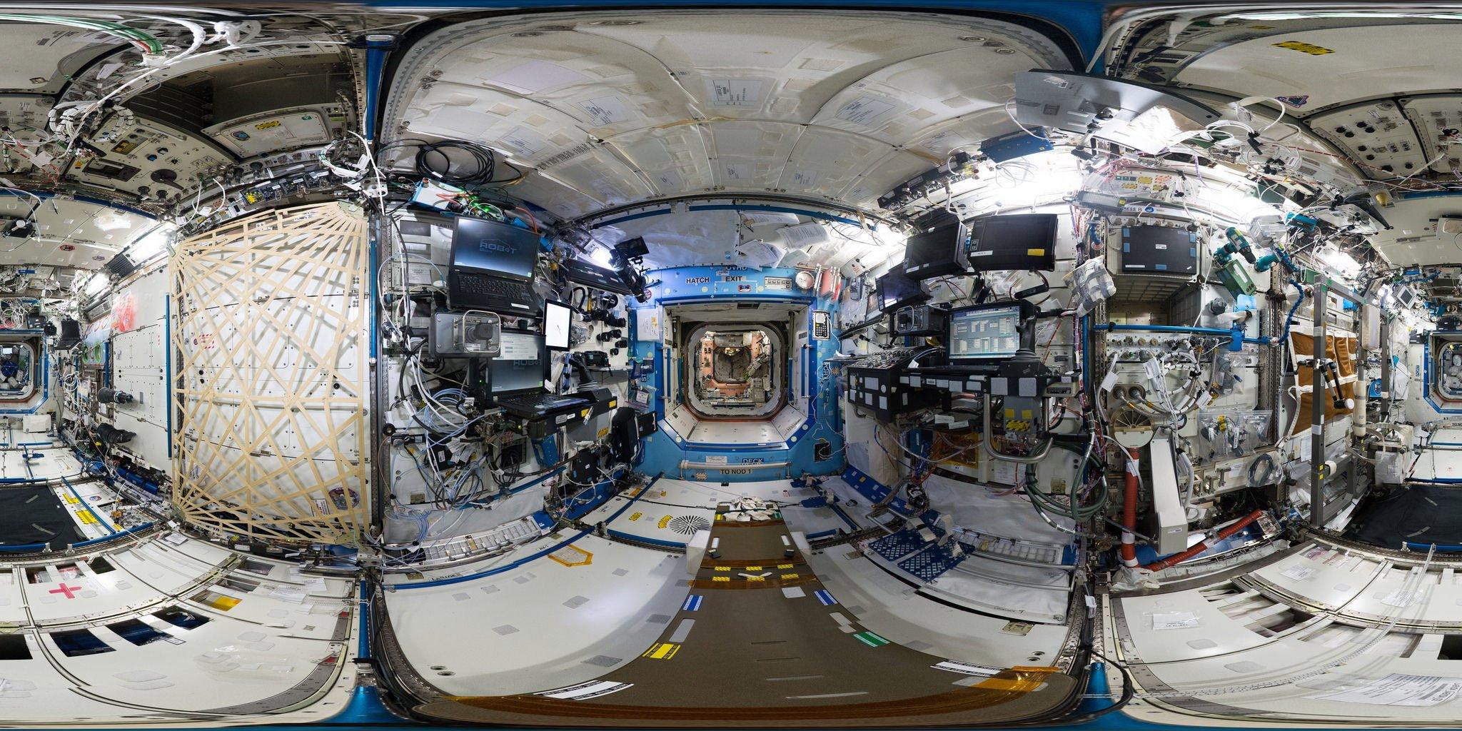 360-Grad-Blick in das amerikanische Destiny-Labor auf der ISS.