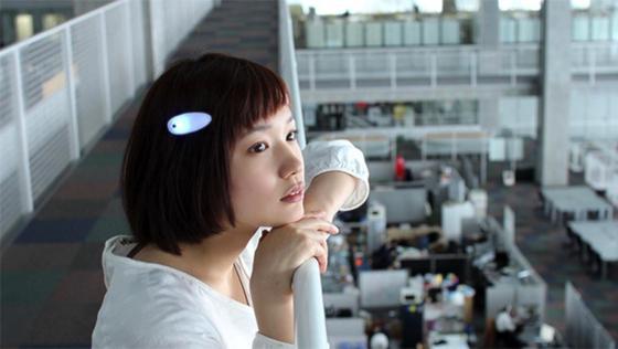 Besondere Haarspange: Fujitsu hat eine Hilfe für Gehörlose namens Ontenna entwickelt. Mit ihr kann der Träger Geräusche in der Umgebung über das Haar wahrnehmen.