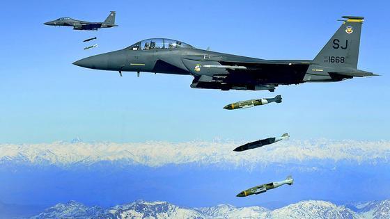 Mit den neuen JDAM-Aufrüstgeräten können Bomben über GPS inzwischen sehr präzise ins Ziel gesteuert werden.