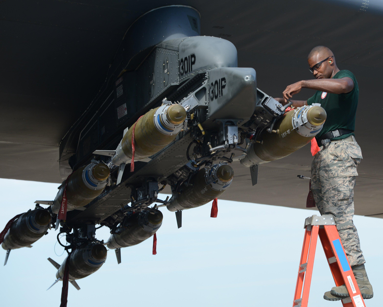 Jede einzelne Bombe kann mit JDAM ausgerüstet indivuell ins Ziel gesteuert werde.