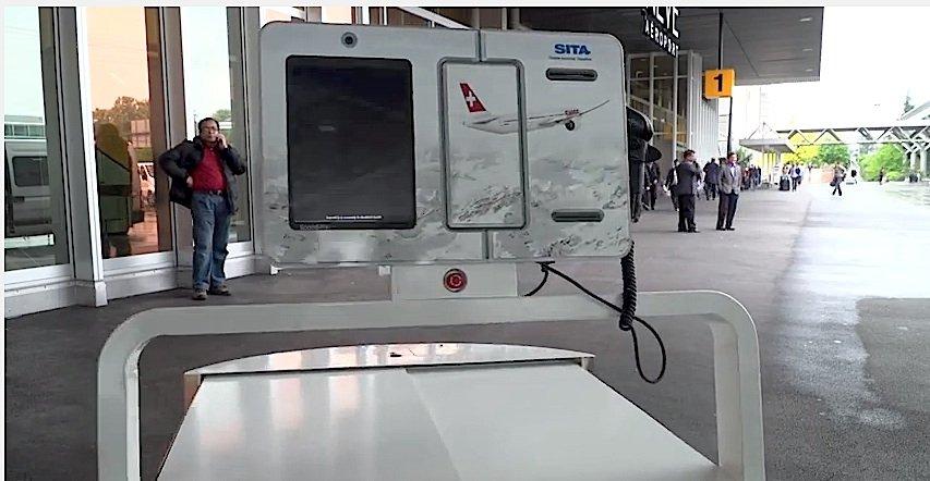 Bei Gepäckträger Leo können die Reisenden auch gleich einchecken.