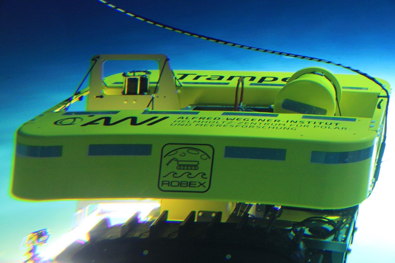 Der AWI-Tiefseeroboter Tramper ist langsam, er bewegt sich mit maximal 13 Meter pro Minute über den Meeresboden, um nicht so viel Sediment aufzuwirbeln.