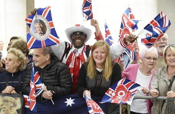 Briten feiern den 90. Geburtstag von Queen Elizabeth II.: Nicht mehr lange und die Daten aller im Land lebenden Personen werden zentral vom Innenministerium erfasst. In wenigen Sekunden soll sich bei einer Anfrage dann ein vollständiges Profil abrufen lassen.