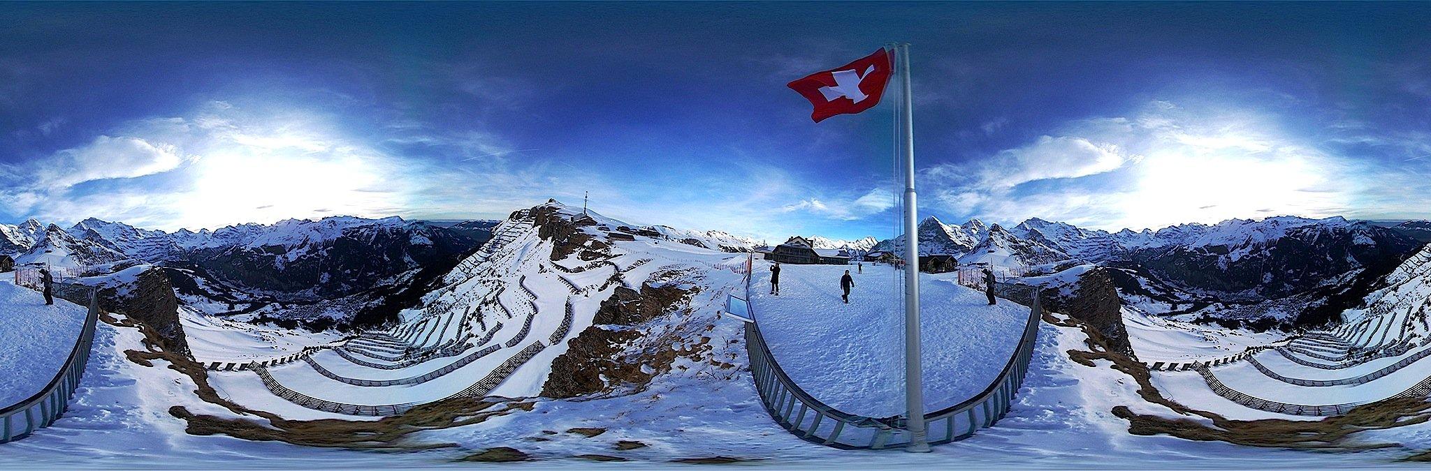 360-Grad-Aufnahme aus einem Schweizer Skigebiet: Die Geat 360 kann auch auf einem Helm befestigt und während einer Skiabfahrt benutzt werden.