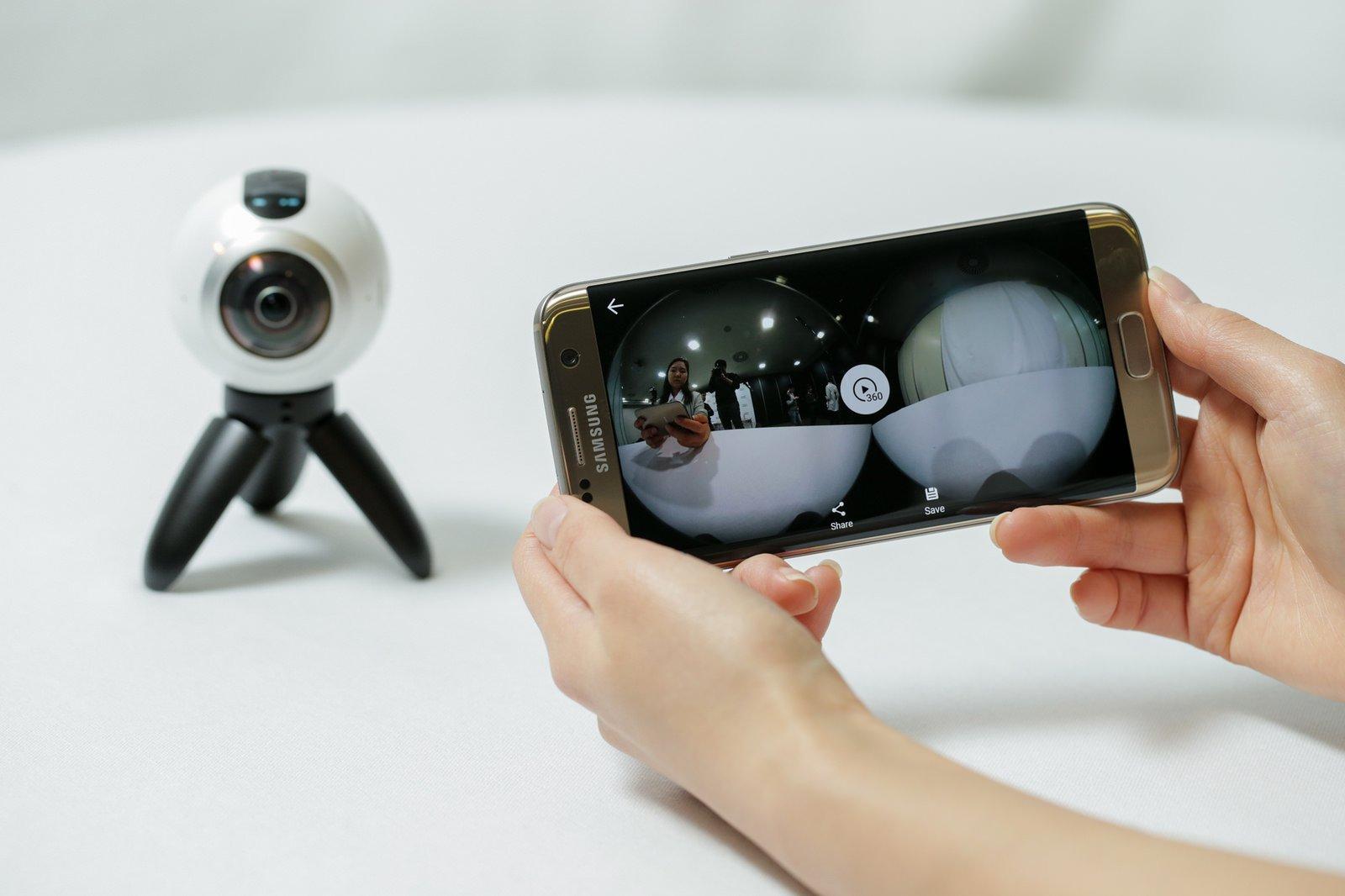 Gesteuert wird die Kamera mit einem Smartphone. Allerdings gibt es derzeit nur eine Android-Version der Software. Die Apple-Version lässt auf sich warten.