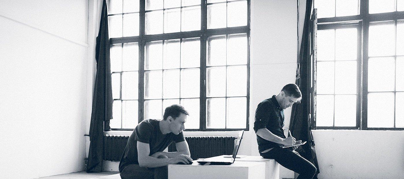 Die beiden DesignerArtem Smirnov und Vladimir Panchenko haben einen Elektro-Truck für Audi gezeichnet. Und weil ihnen zwei gute Entwürfe gelungen sind, haben sie auch zwei ins Netz gestellt.