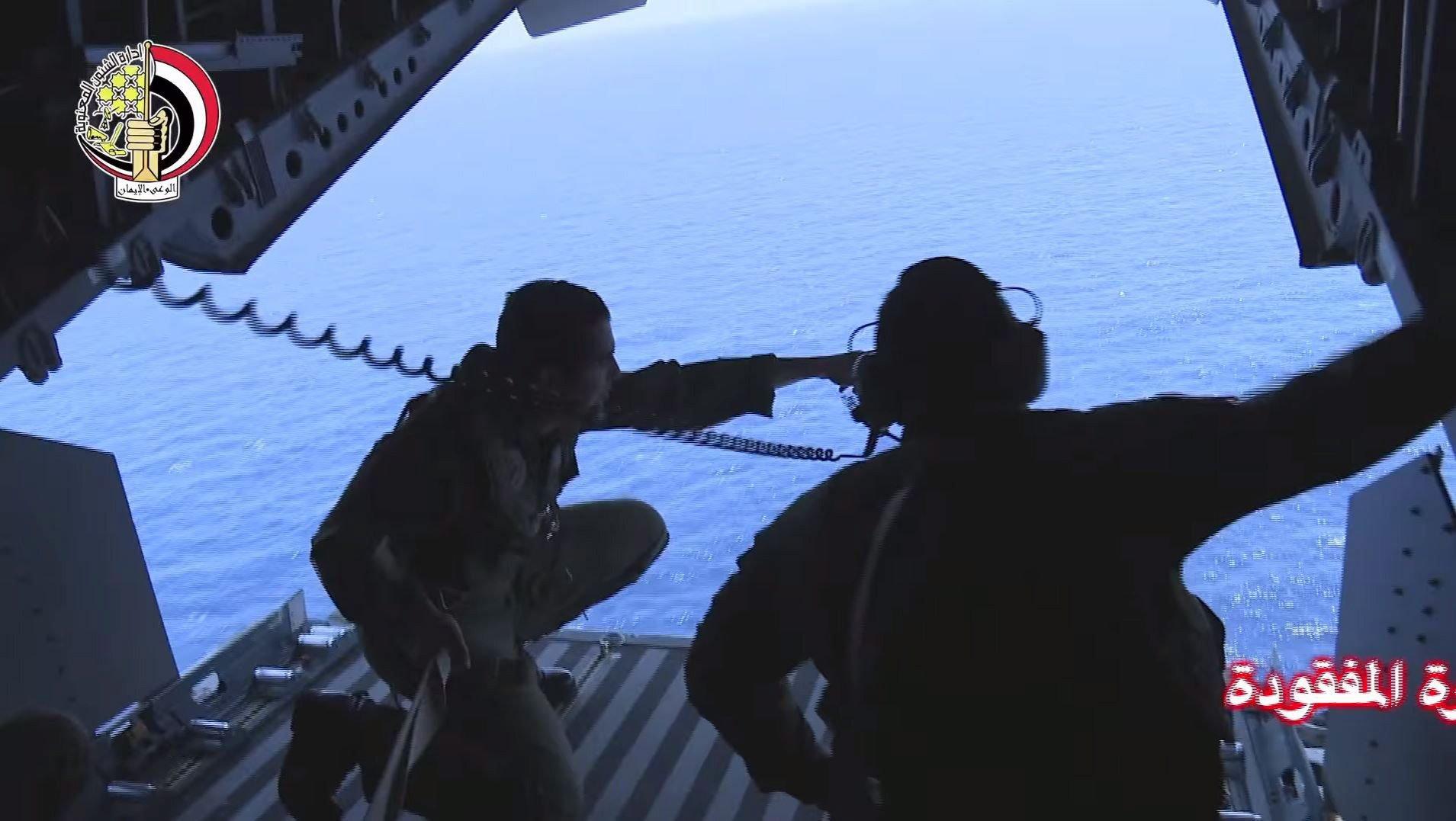 Auch das ägyptische Militär sucht weiter nach Wrackteilen des abgestürzten Fluges MS804der Egyptair.