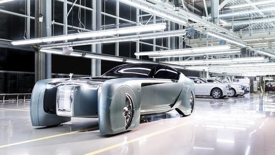 Ist das etwas das neue Batmobil? Nein, sondern die Studie 103 EX von Rolls-Royce.