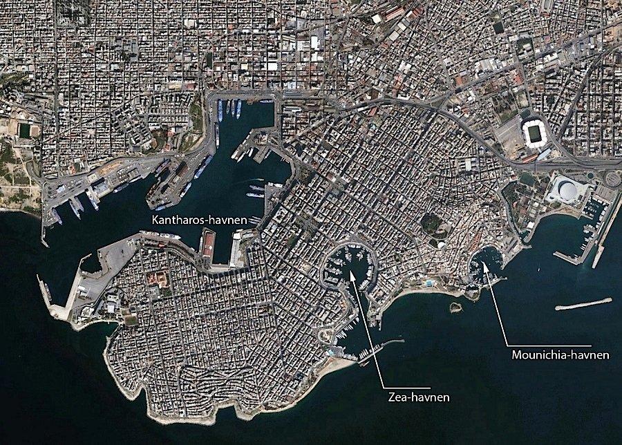Satellitenaufnahme des modernen Hafen von Piräus mit den drei Hafenbecken Kantharos, Zea und Mounichia.