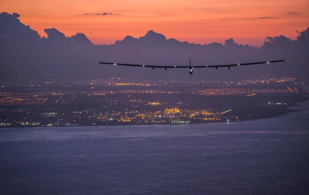 Am 3. Juli 2015 landete die Solar Impulse nach fünf Tagen und längsten Non-Stop-Flug der Geschichte auf Hawaii. Jetzt ist das Solarflugzeug in New York gestartet mit Ziel Sevilla.