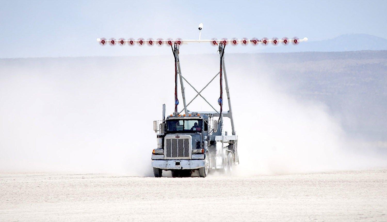 Test des Antriebs des Elektroflugzeugs X-57 der Nasa: 18 Elektropropeller beschleunigten einen Truck auf 110 km/h.