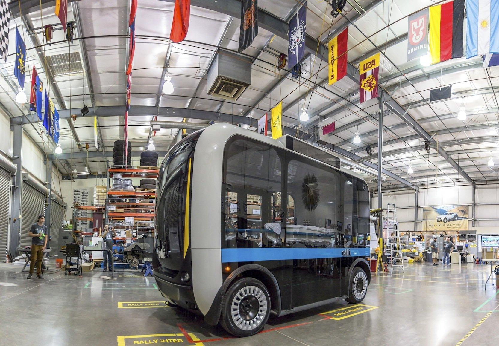 Gefertigt wird der autonom fahrende Kleinbus Olli in Phoenix im Werk des Herstellers Local Motors. Die Karosserie entsteht im 3D-Drucker.