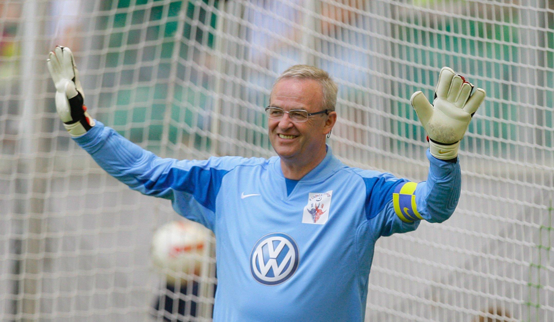Der frühere VW-Konzernchef Martin Winterkorn im Tor in derVolkswagen-Arena in Wolfsburg: Nach früheren Berichten soll Winterkorn schon seit Mai 2014 über die Manipulationen bei Dieselmotoren Bescheid gewusst haben.