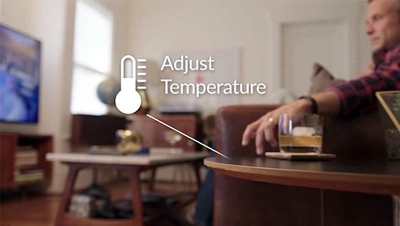 Mit Knocki kann man gemütlich sitzen bleiben – auch wenn die Raumtemperatur zu niedrig ist. Einfach das festgelgte Klopfzeichen auf den Tisch trommeln und schon sorgt das Gerät dafür, dass im vernetzten Home die Zimmertemperatur hochgefahren wird.