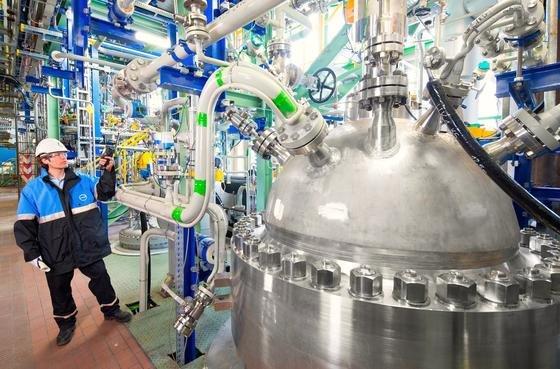 """Covestro-Anlage in Dormagen: Sie spaltet jährlich 5000 t CO<custom name=""""sub"""">2</custom> in Kohlenstoff und Sauerstoff und fügt Wasserstoff hinzu. Dadurch entsteht eine neue Form sogenannter Polyole –das sind zentrale Bausteine für Polyurethan-Schaumstoff."""