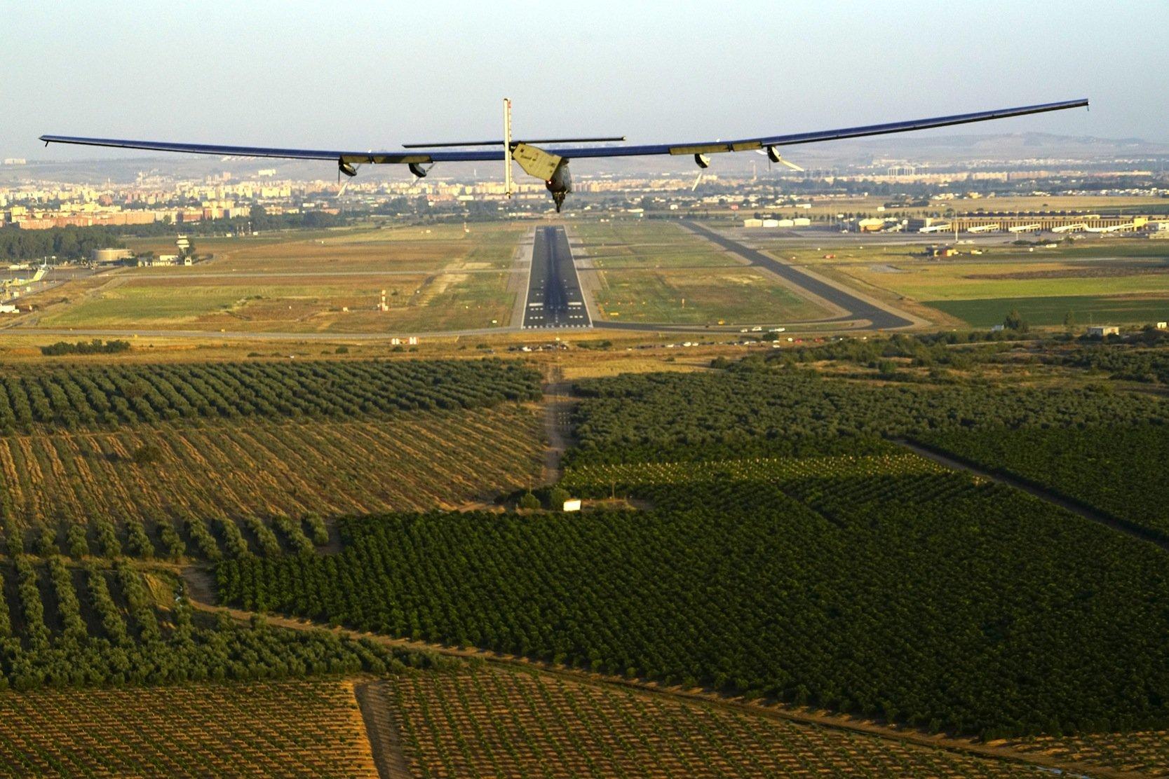 Landung der Solar Impulse 2 um 7:38 Uhr in Sevilla.