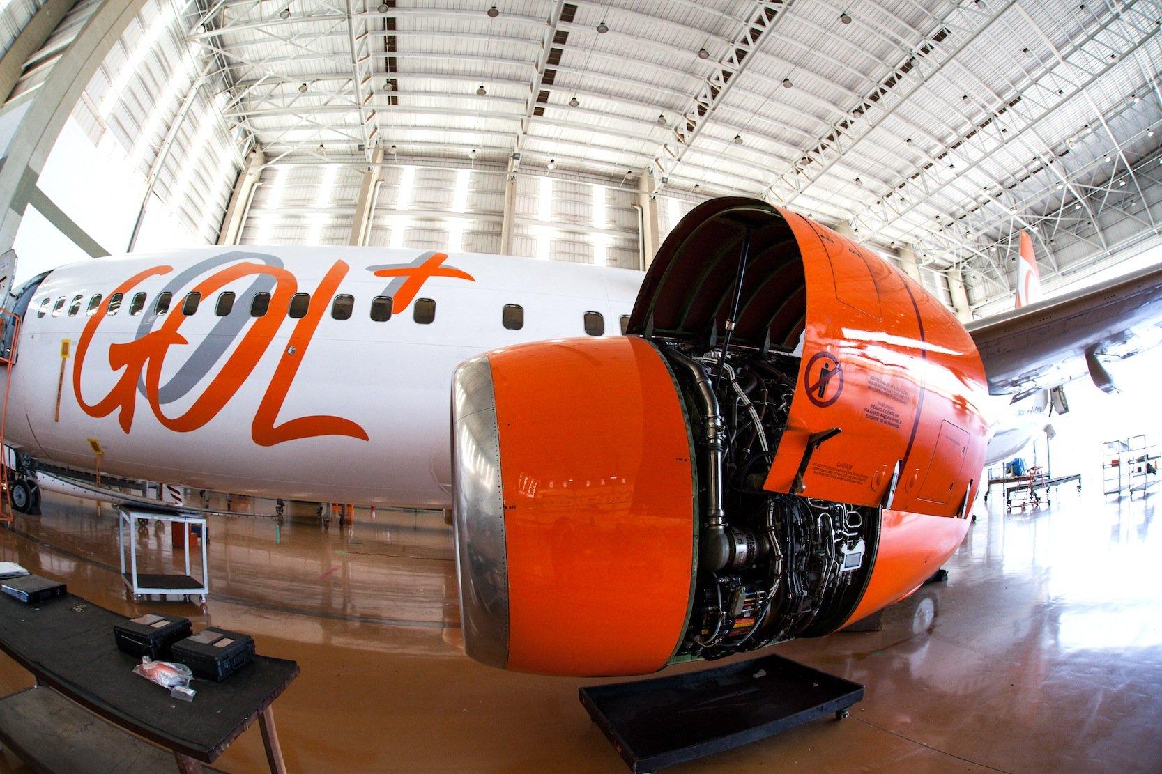 Wartung eines Flugzeuges der brasilianischen Fluggesellschaft Gol: Die Nr. 4 unter den Billigfliegern leidet unter der brasilianischen Wirtschaftskrise.