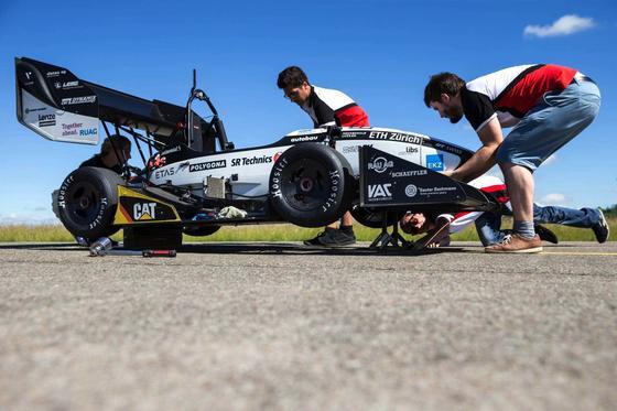 Das Weltrekordauto Grimsel kurz vor dem Start: Das Elektroauto hat in nur 1,513 Sekunden von 0 auf 100 km/h beschleunigt. Damit ist es noch schneller als ein Formel-1-Auto.
