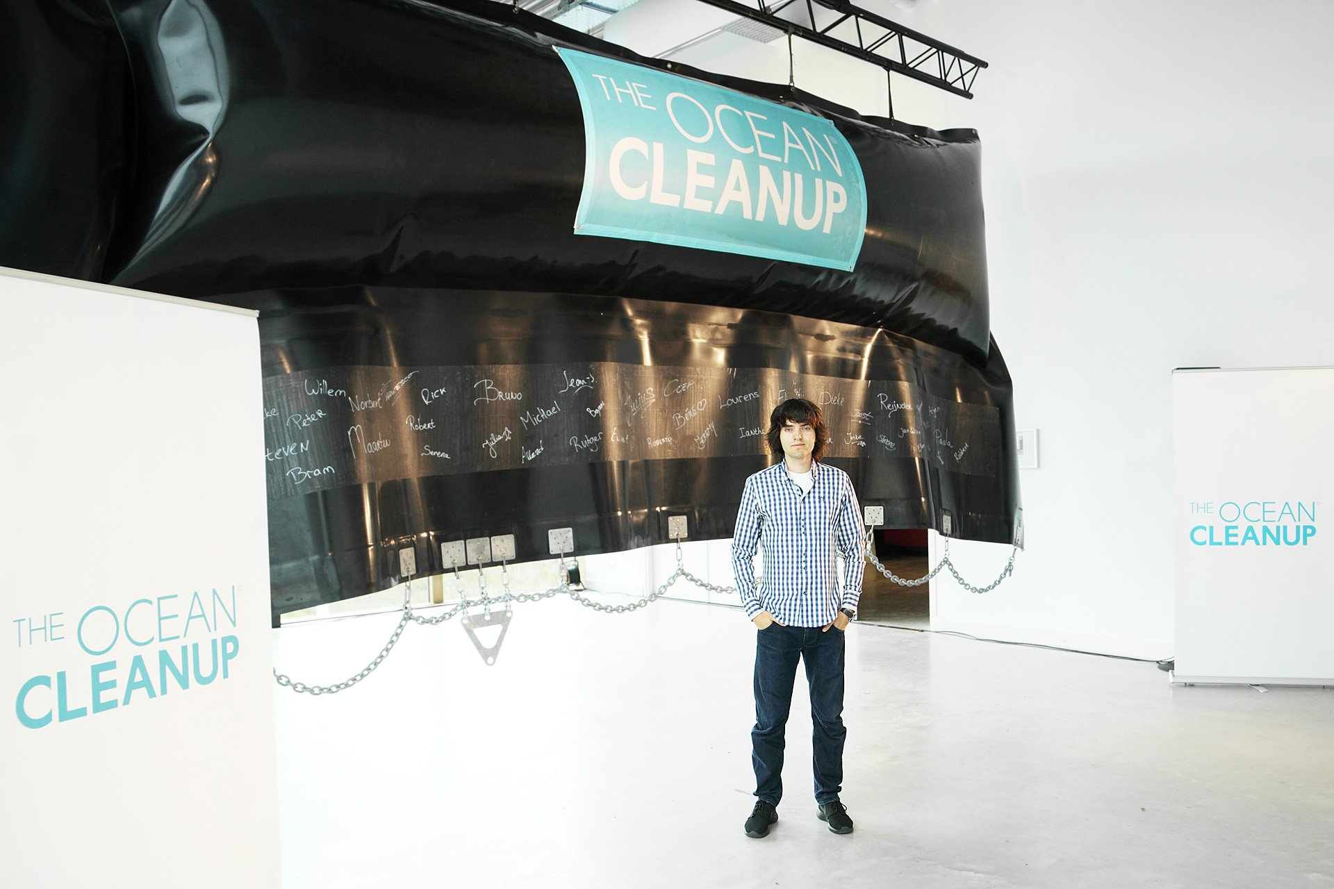 Boyan Slat hat sich auf Lesbos so über Plastikmüll im Meer geärgert, dass er eine Reinigungstechnik entwickelt hat.