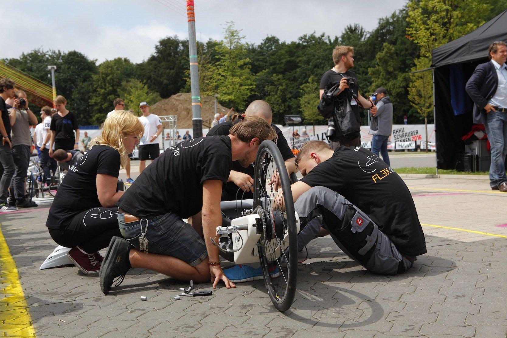 Letzte Vorbereitungen vor dem Rennen.
