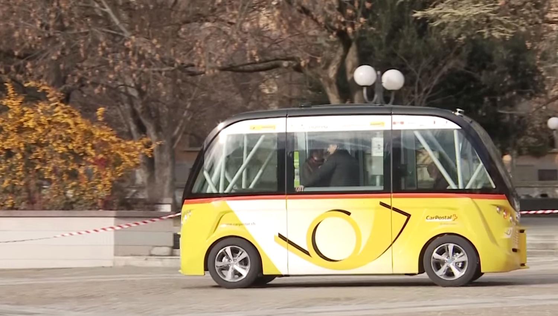 Der autonome Bus orientiert sich mit Lidar- und GPS-Sensoren sowie einer Stereo-Vision-Kamera. Er kann seine Position damit auf 5 cm genau bestimmen.