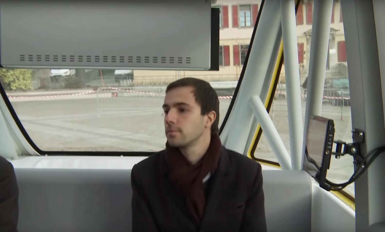 Der autonome Bus bietet Platz für elf Passagiere. Er muss sich bis Herbst 2017 im Pilotprojekt bewähren. Danach könnte er eigenständig entlegene Regionen ansteuern.