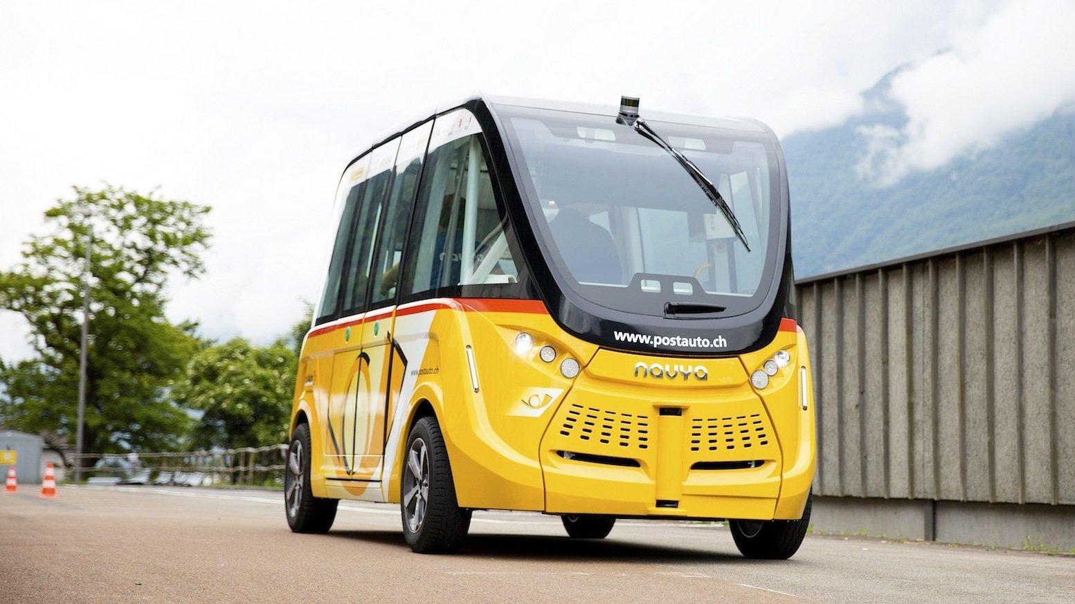 Der autonome Bus des französischen Herstellers Navya düst mit 20 km/h ohne Fahrer durch Sitten. Das ist einmalig in Europa.