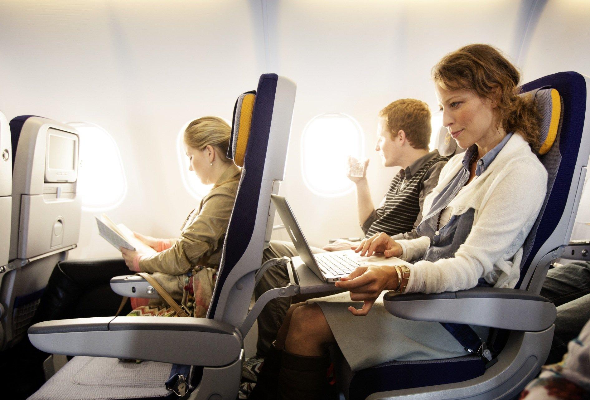 Künftig können auch Fluggäste in der Economy-Klasse im Internet unterwegs sein, während sie fliegen.