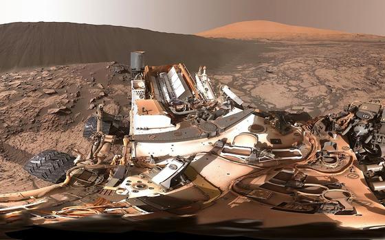 360°-Aufnahme der Namibdüne auf dem Mars durch den Rover Curiosity: Der Roboter hat nun Hinweise auf dem Mars gefunden, dass die Atmosphäre des Planeten früher deutlich mehr Sauerstoff enthielt.