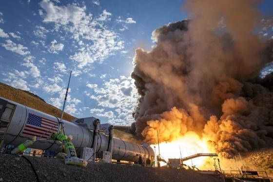 So stark wie keine Rakete je zuvor ist das Space Launch System, das die Nasa abschließend am Boden getestet hat. Es erzeugt einen Schub von rund 1600 Tonnen.