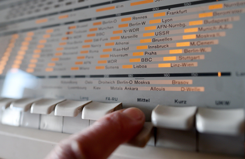 Taste drücken, Aufwärmen abwarten, dann den Sender einstellen: Das wird es nicht mehr geben, sollte UKW auch in Deutschland abgeschaltet werden. Viele Sender möchten komplett auf DAB+ umsteigen.