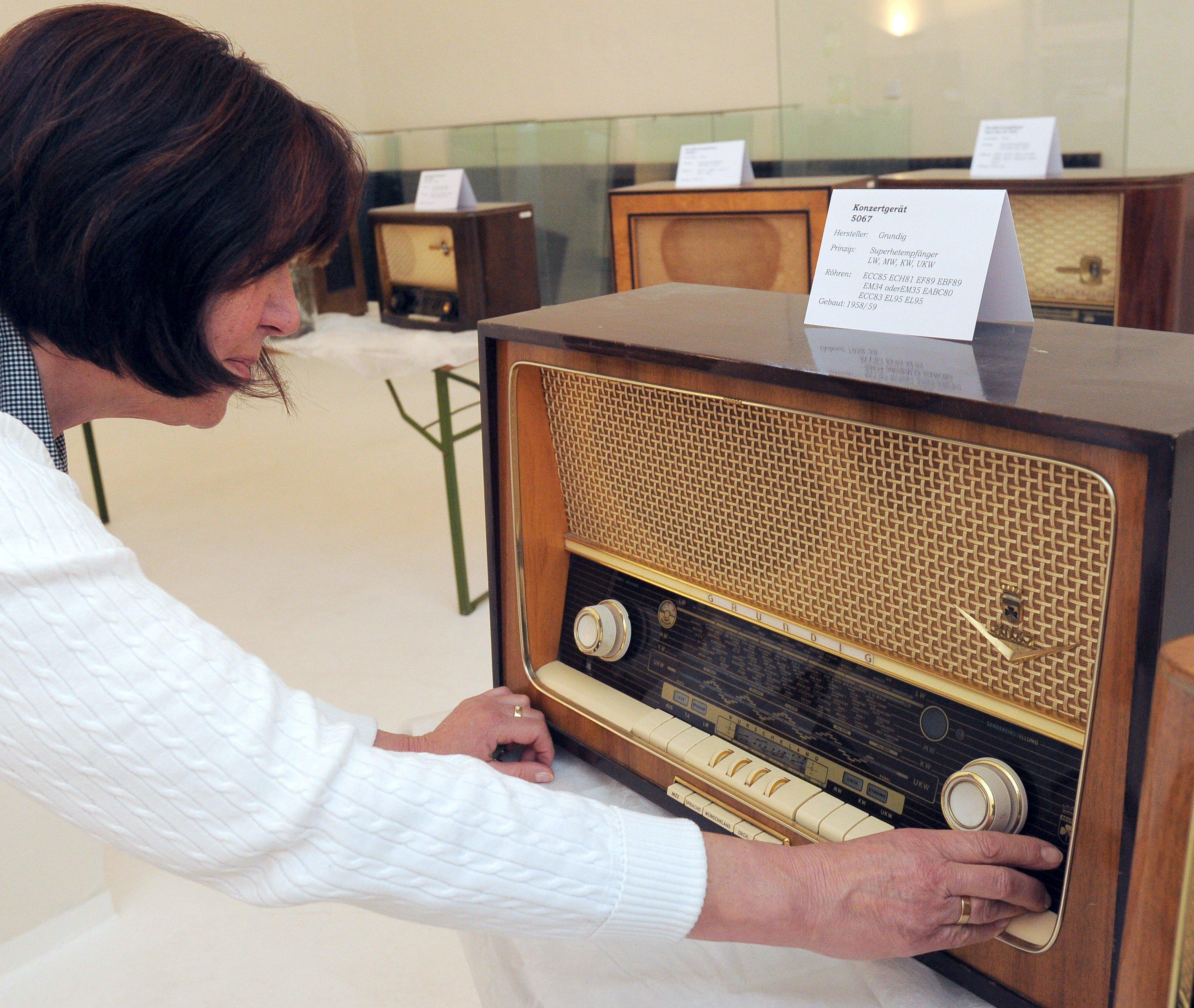 Grundig-Rörenradio im Sendermuseum auf dem Funkerberg in Königs Wusterhausen: Wird UKW abgeschaltet, bleiben die alten Radios stumm, auch wenn die Röhren auf Betriebstemperatur sind. Auf der Mittelwelle gibt es schon heute kein Senderangebot mehr.