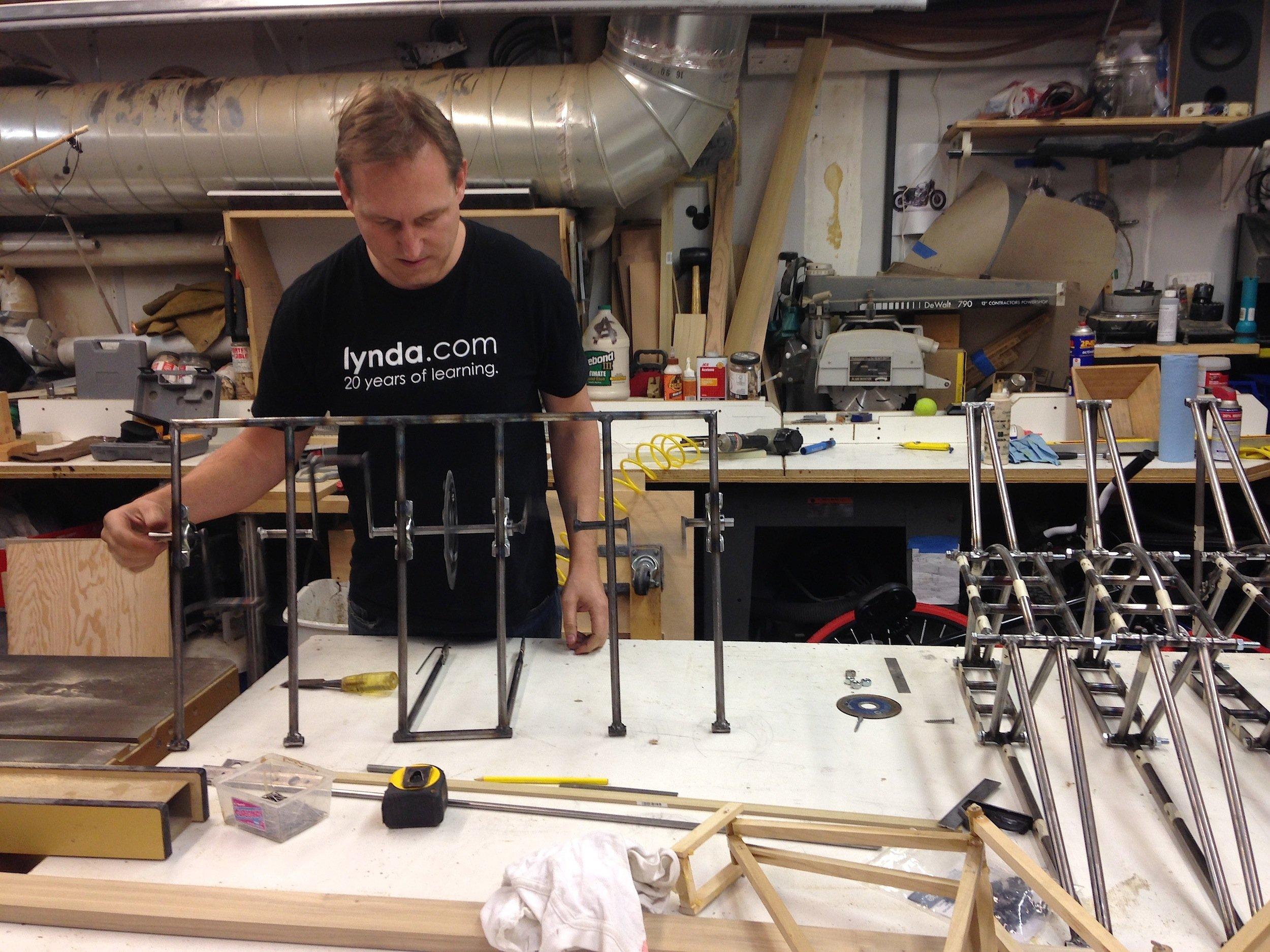 Die drei Erfinder des Strandbeest-Bikes haben ein halbes Jahr intensiv an der Mechanik gearbeitet